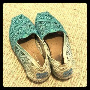 Ombré blue turquoise Toms size 5 super cute woven